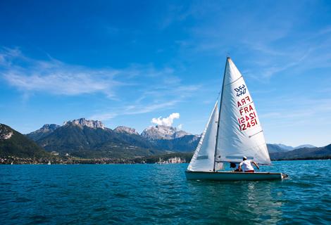Voile sur le lac d'Annecy