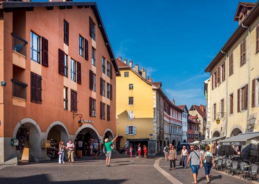 La Place Sainte-Claire en vieille ville d'Annecy
