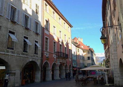 L'Hôtel de Sales dans la rue du Pâquier