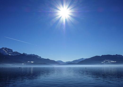 Vue du lac en hiver depuis le Pâquier