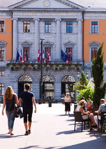 Terrasse_de_cafe_Place_de_l_Hotel_de_Ville-Francoise_Cavazzana-8043-portrait